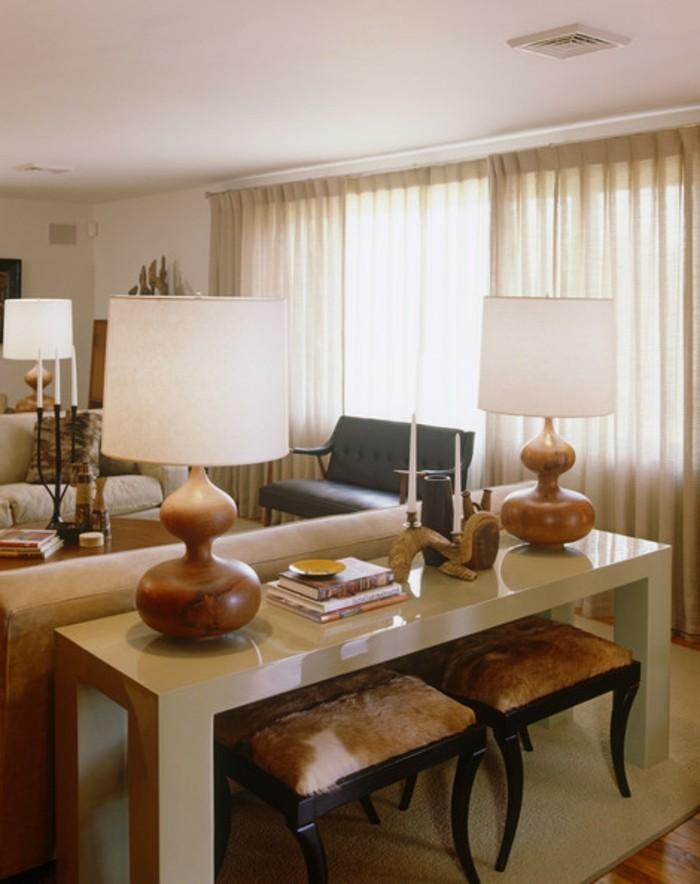 zwei-lampen-farbe-cappuccino-im-eleganten-wohnzimmer