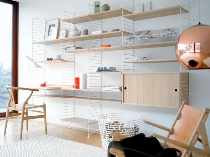 Ästhetisches-Regalsystem-aus-Eiche-mit-Schreibtisch
