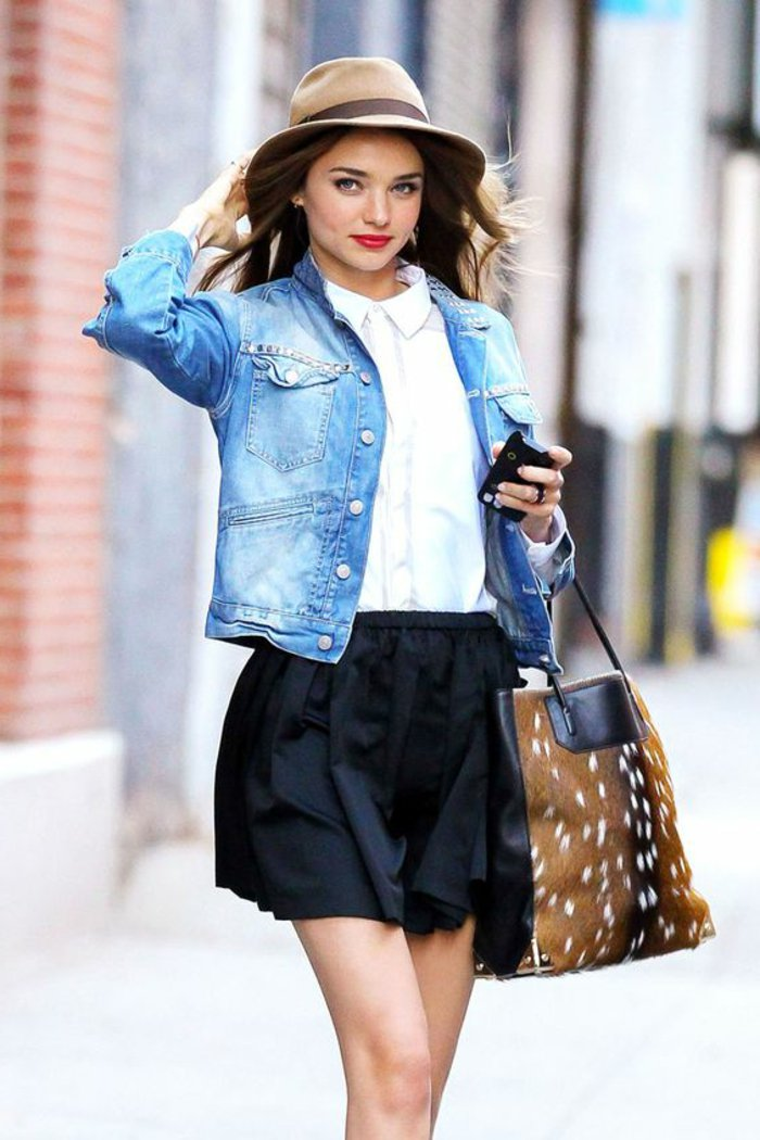 0-Miranda-Kerr-mit-fantastischem-Outfit-Denim-Jacke