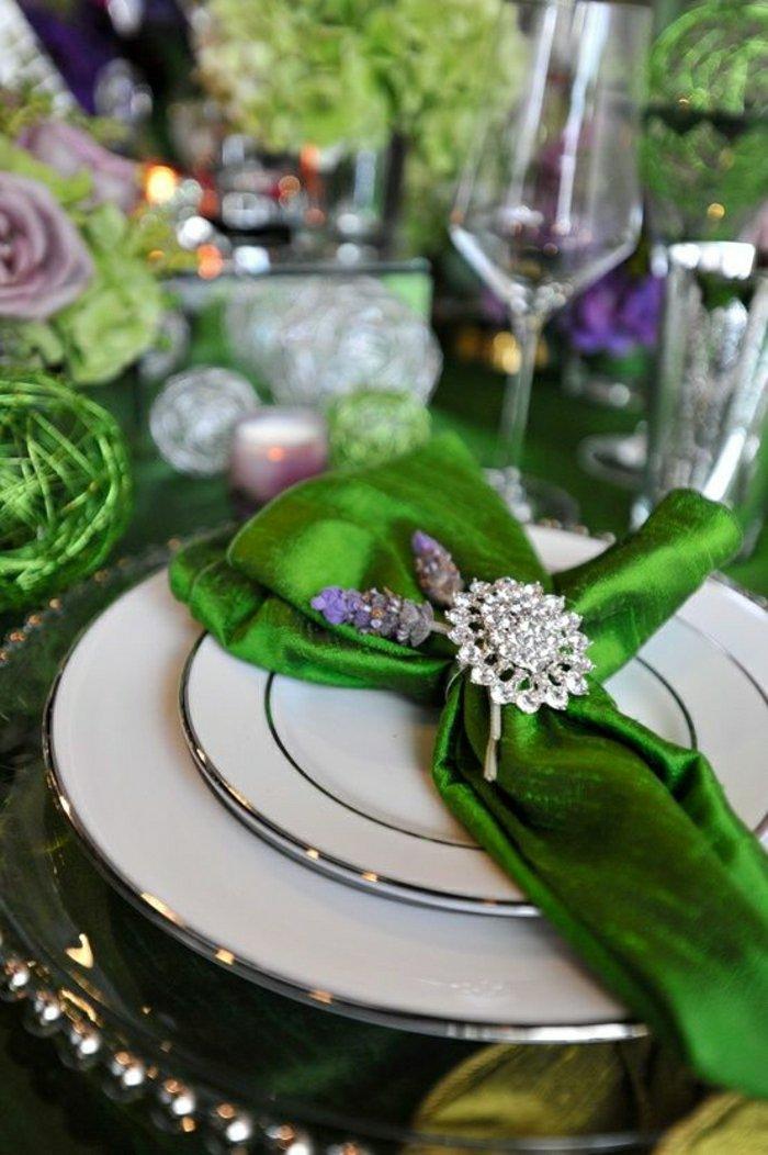 0-schöne-grüne-Serviette-falten-wie-ein-Fichu