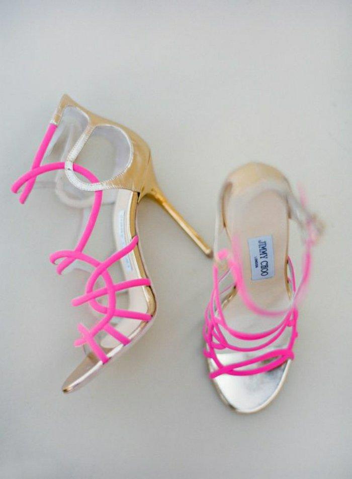 00-Jimmy-Choo-Sandaletten-mit-Absatz-in-greller-rosa-Nuance