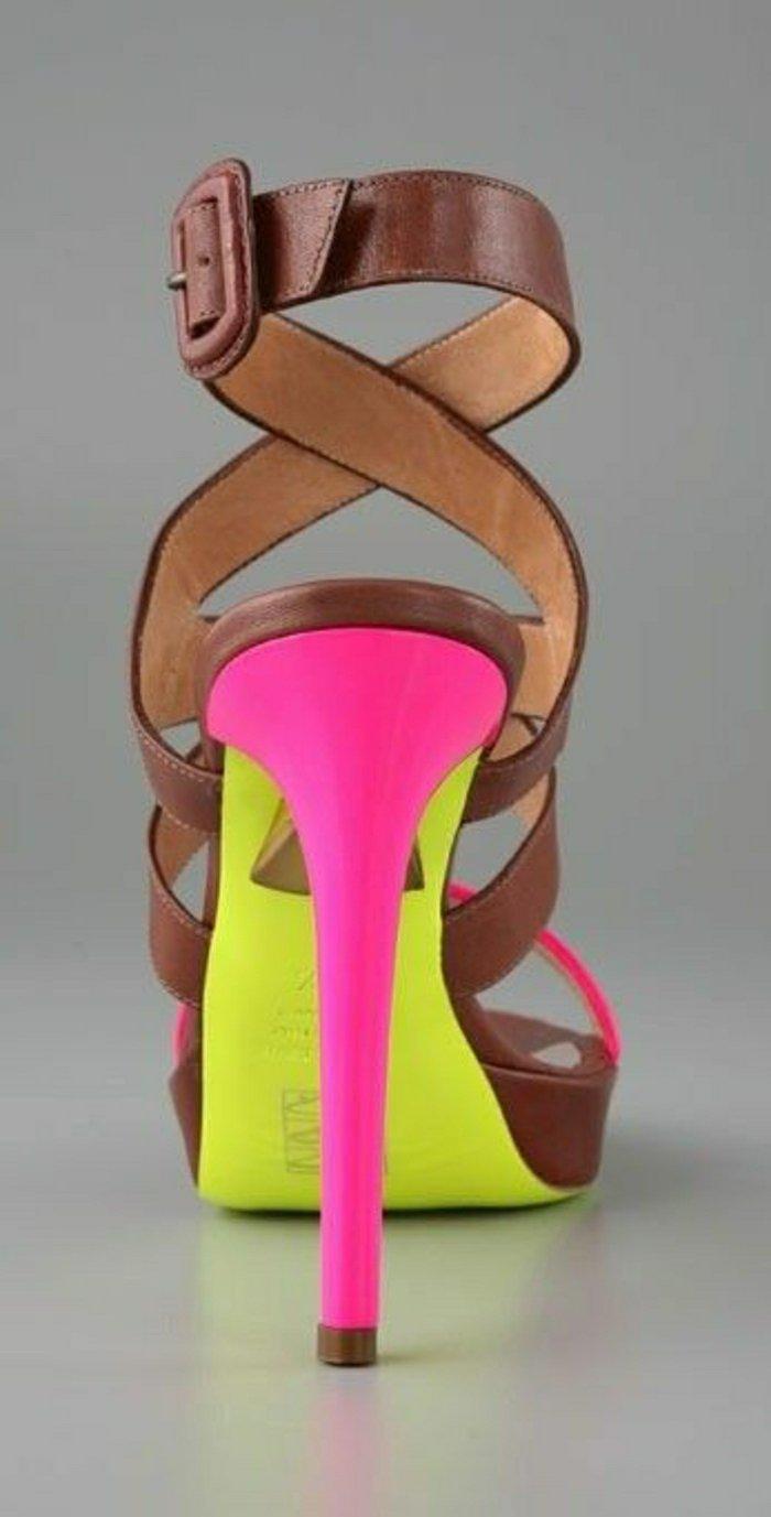 00-fantastisches-Modell-Damen-Sandalen-in-grellen-Farben