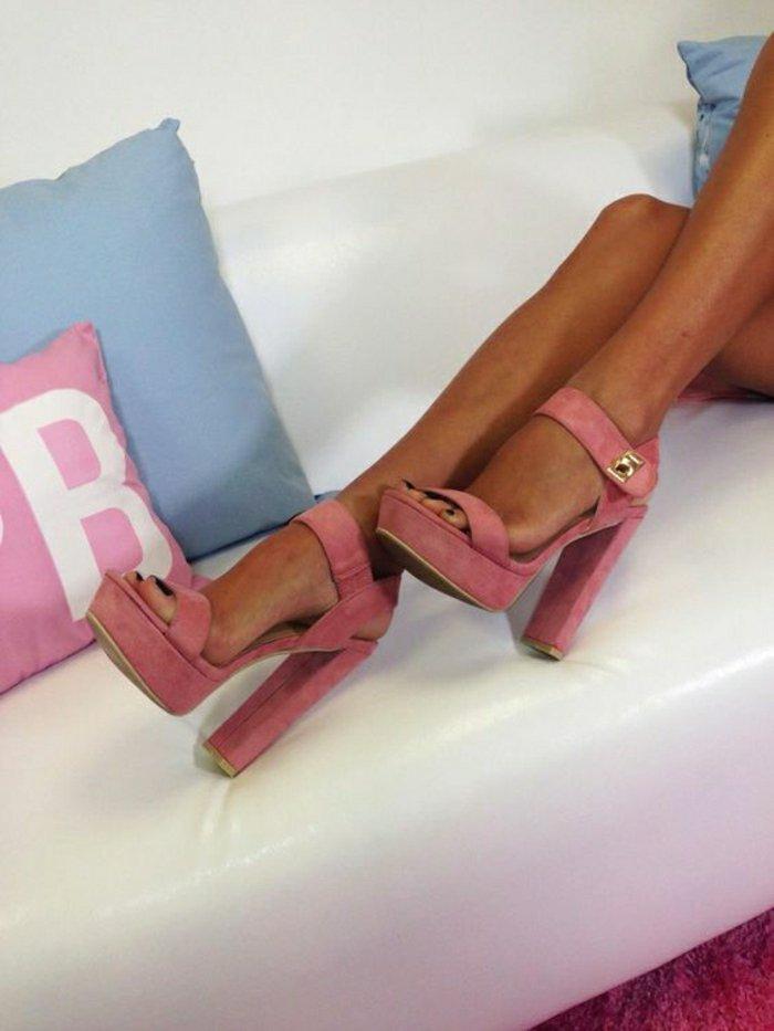 welche sandalen mit absatz sind aktuell f r sommer 2016. Black Bedroom Furniture Sets. Home Design Ideas