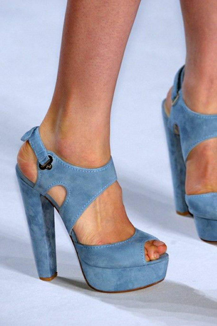 00-neues-Modell-Sandalen-mit-Absatz-in-Blau