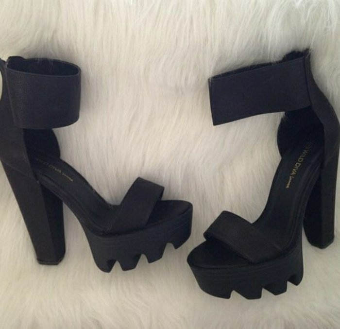 00-super-aktuelle-coole-Damen-Sandalen-in-Schwarz