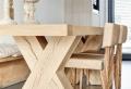Der Esszimmertisch und sein Platz unter den Möbeln