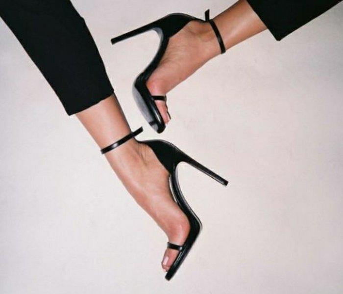 000-schwarze-Sandalen-mit-Absatz-für-Sommer-2016