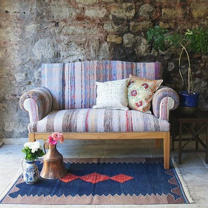 1-Zweisitzer-Sofa-in-bunten-Farben