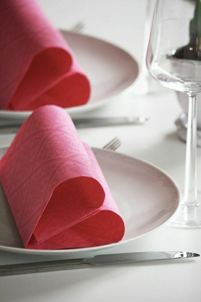 1-rosa-Papierservietten-falten-auf-leichte-Weise