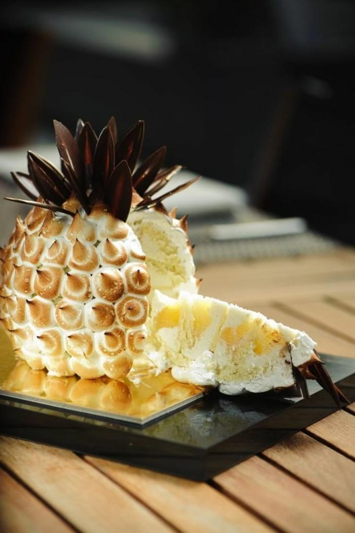 11-effektvolle-Geburtstagstorte-in-der-Form-von-Ananas