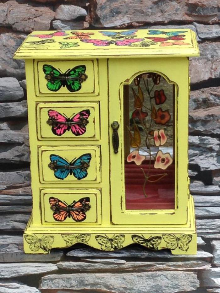 13-vintage-Schmuckkasten-in-Gelb-mit-Schmetterling-Dekoration