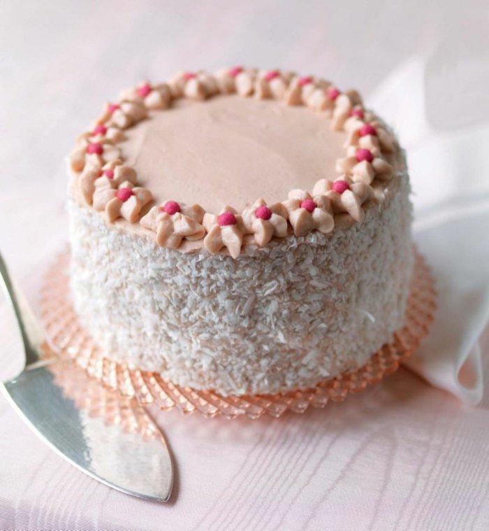 16-Torte-mit-schöner-Blumen-Dekoration