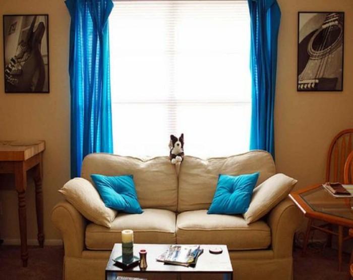 2-kleines-Zweisitzer-Sofa-aus-Leder-zum-Erholen