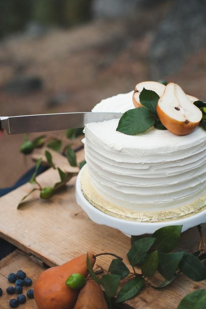 7-weiße-leckere-Geburtstagstorte-dekoriert-mit-Birnen