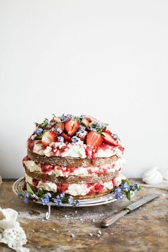 9-saftige-Geburtstagstorte-mit-vielfältigen-Früchten