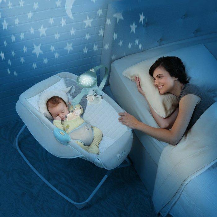Babykorb-Modell-mit-funktionalem-Design-und-Leuchte