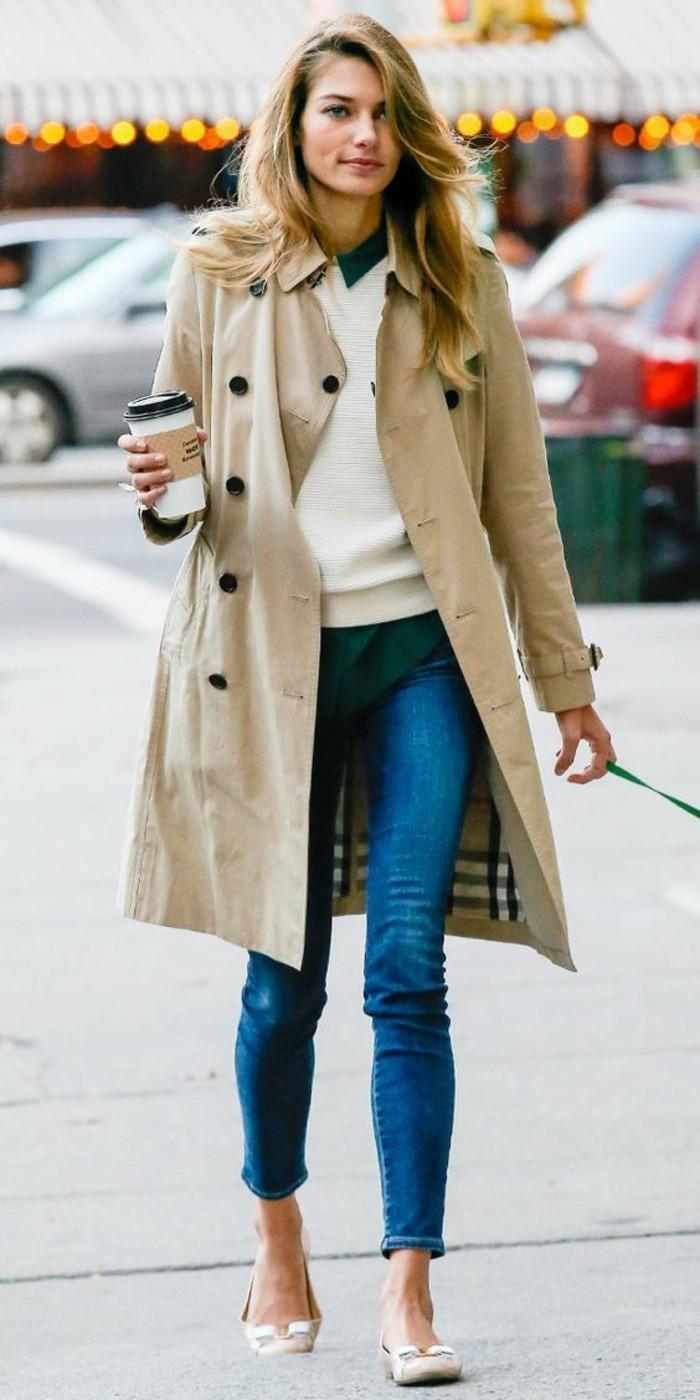 Burberry-Trenchcoat-und-Jeans-für-den-Alltag