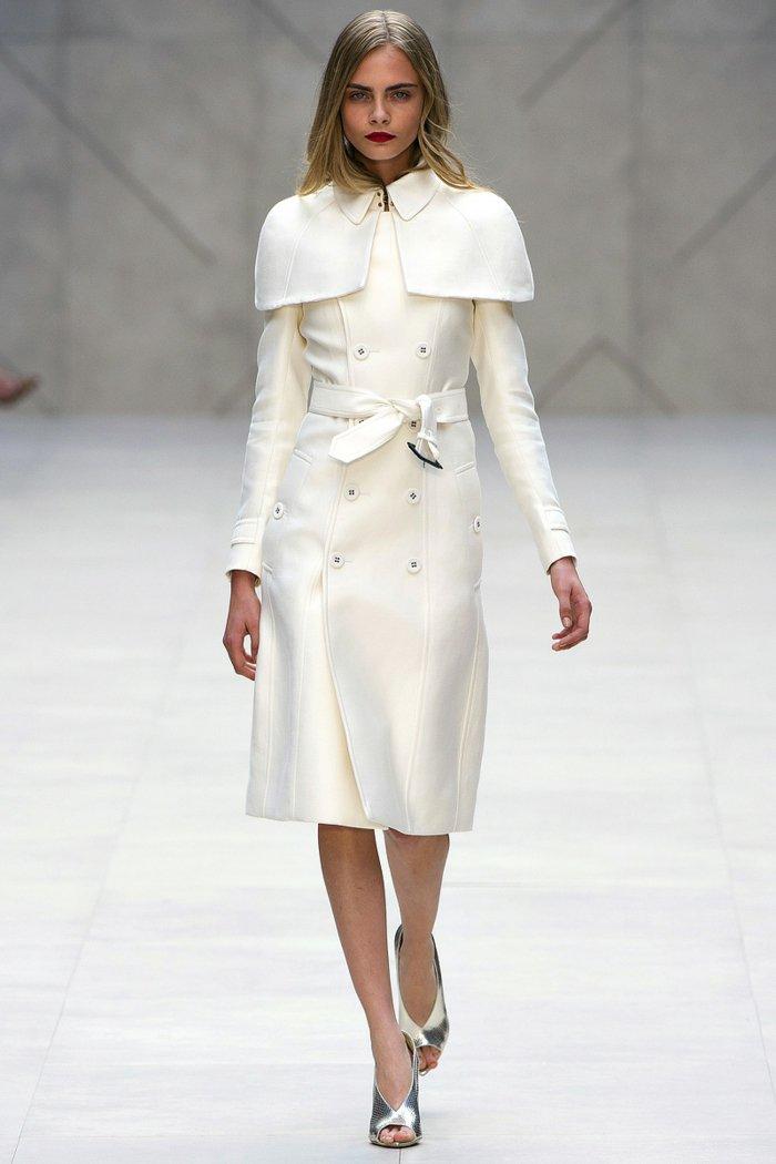 Cara-Delevigne-mit-herrlichem-weißen-Mantel