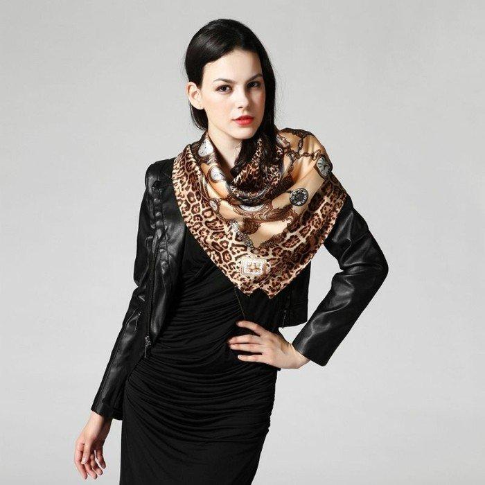 Damen-Seidenschal-mit-extravagantem-Muster