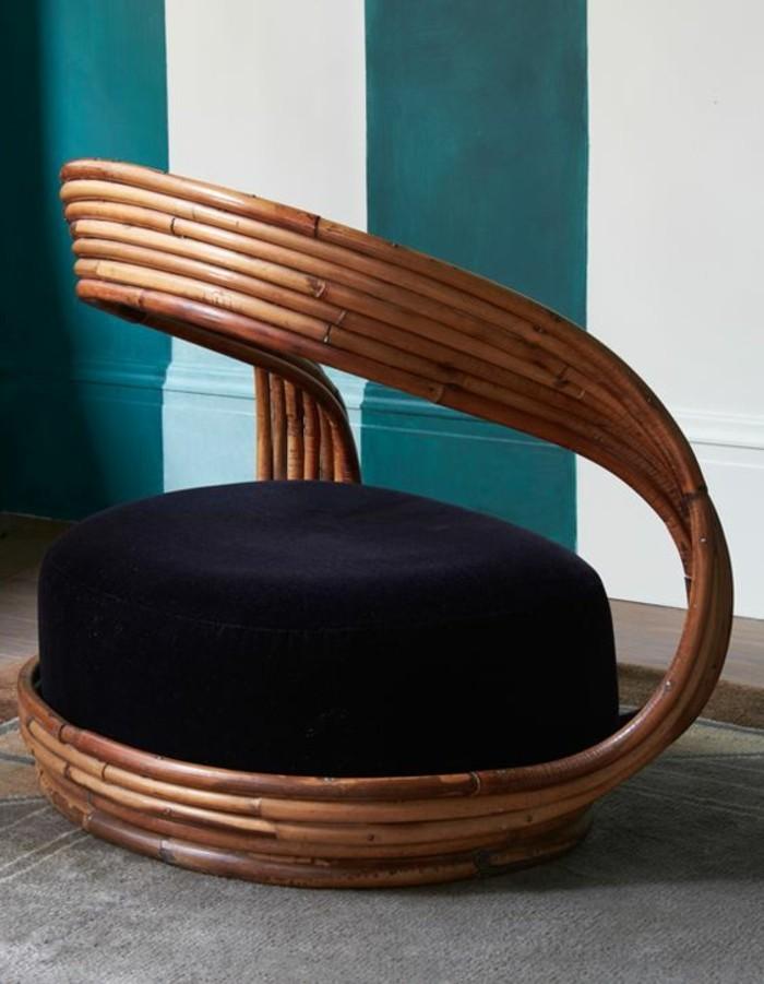 Designer-Stuhl-aus-Rattan-mit-kreativem-Design