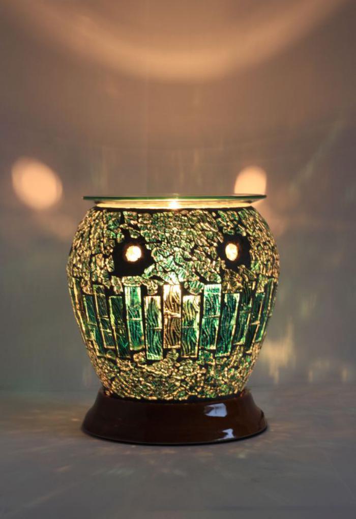 Duftkerze-in-handgemachter-grünen-Vase
