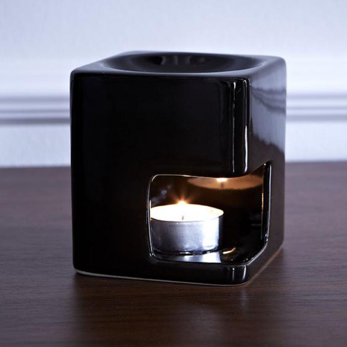 Duftkerze-schwarzer-Teelichthalter-aus-Porzellan