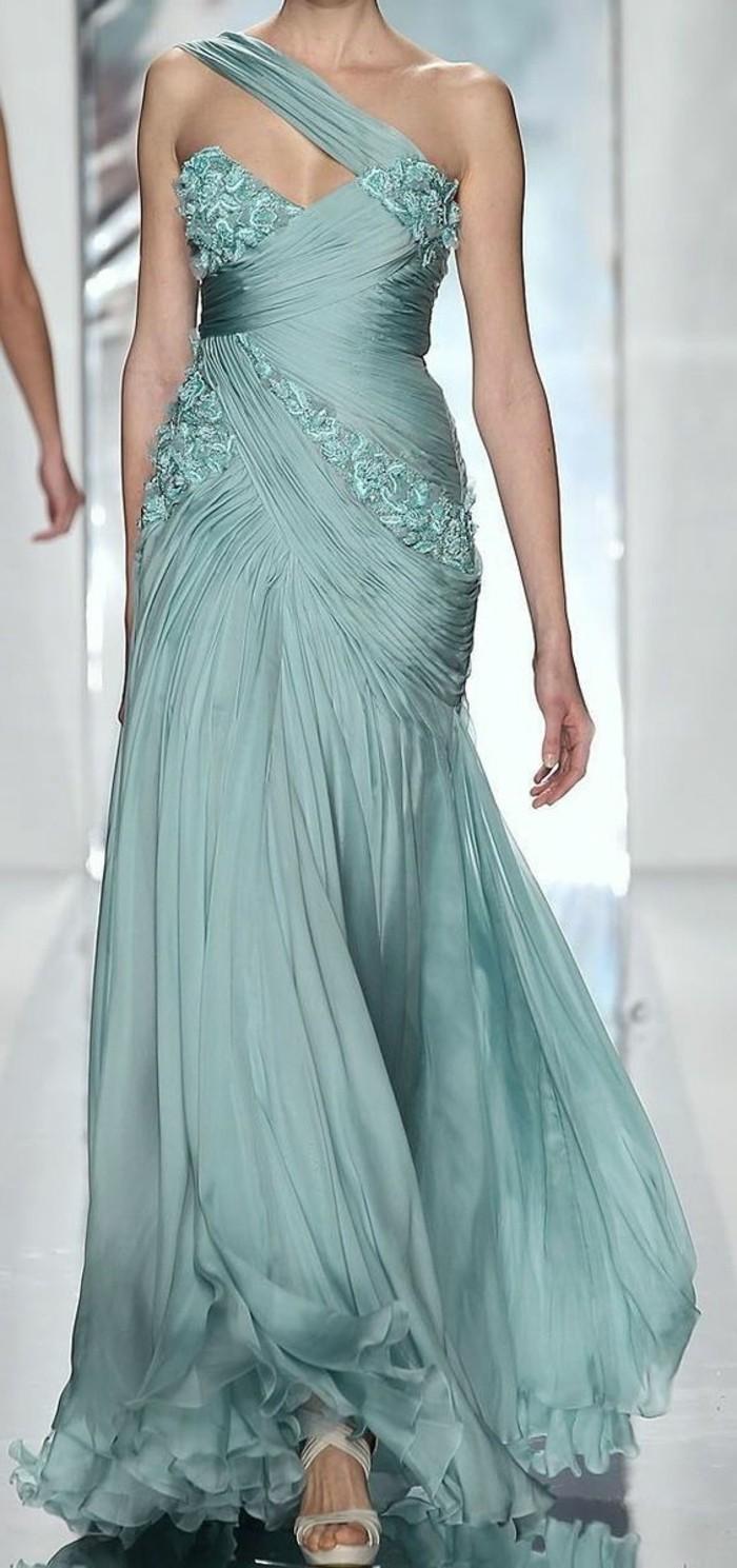 Elegante-Kleider-blau