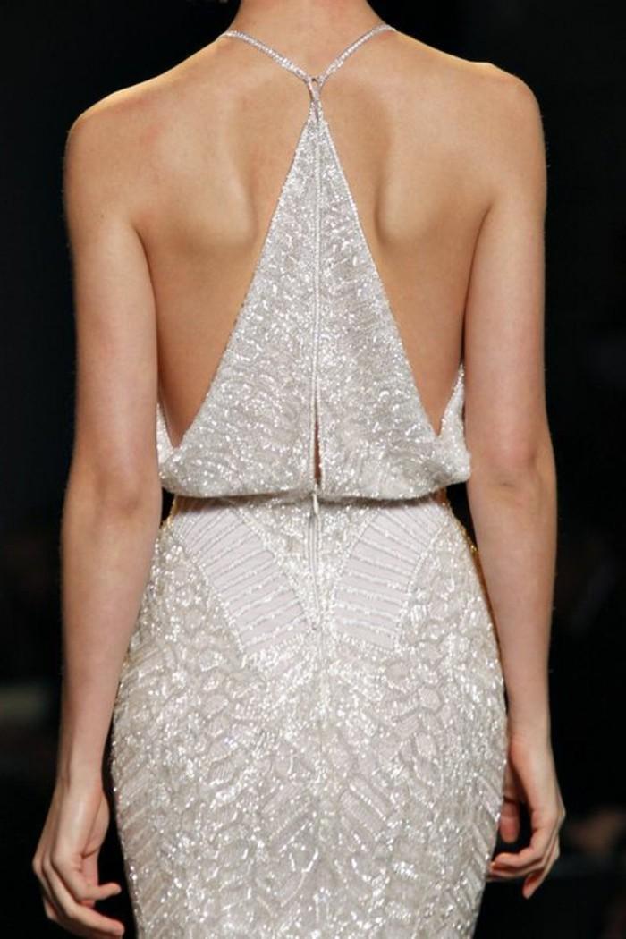 Elegante-Kleider-hinten-silberglanz