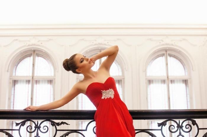Elegante-Kleider-rot-silber