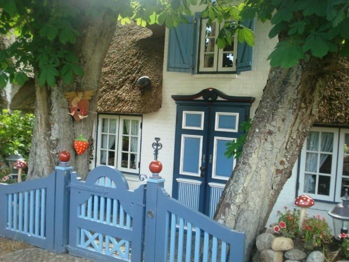 Ferienhaus-Sylt-mit-blauem-zaun