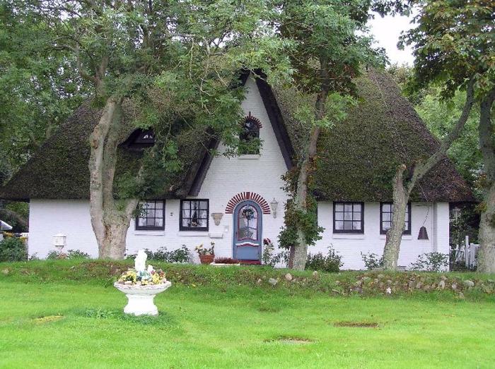 Ferienwohnung-Sylt-mit-Bäumen-davor
