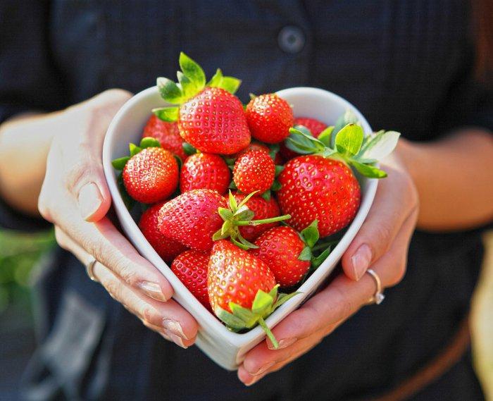 Frühlingsanfang-Bilder-Foto-von-leckeren-Erdbeeren
