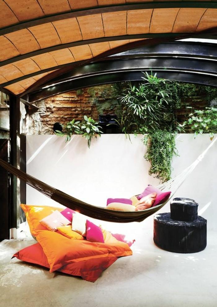 Hängematte-für-Balkon-garten-oder-terrasse-und-viele-kissen