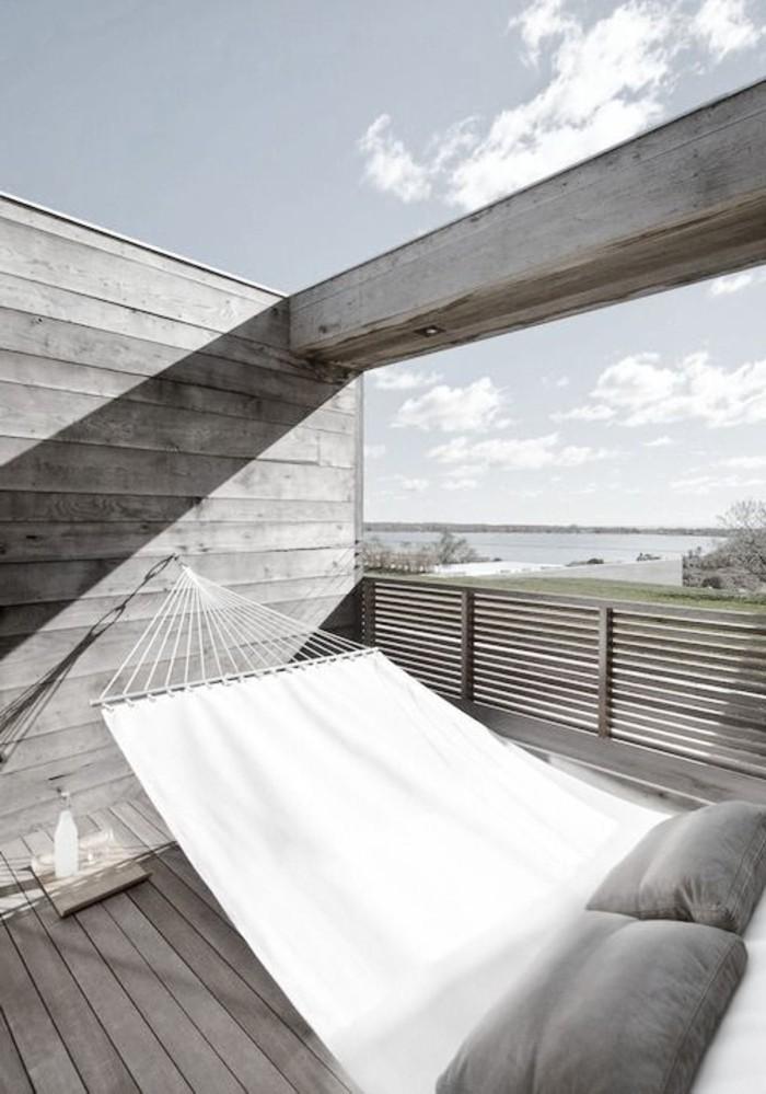 Hängematte-für-Balkon-in-weiss