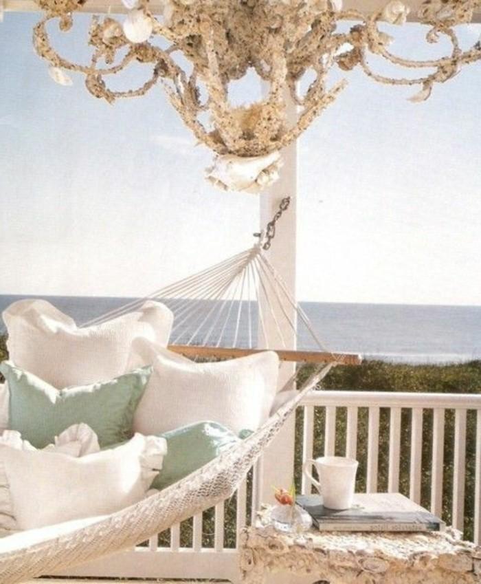 Hängematte-outdoor-balkon-und-viele-kissen