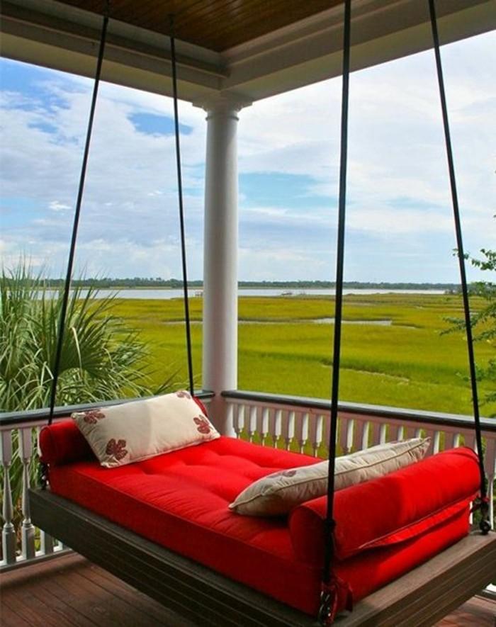 Hängematte-outdoor-rote-matratze-veranda-landhaus