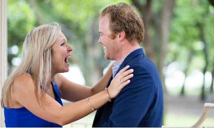 Heiratsantrag-Ideen-für-Mann-mit-Diamantenring