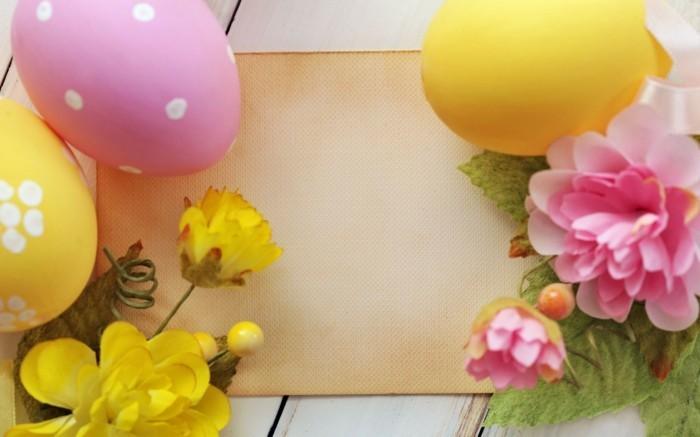 Wallpaper-Ostern-mit-arrangierten-Blumen-und-Eiern