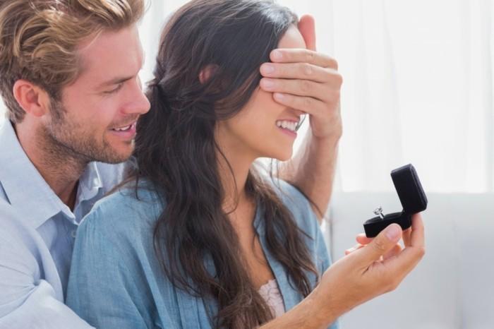 Hochzeitsantrag-die-Augen-werden-bedeckt