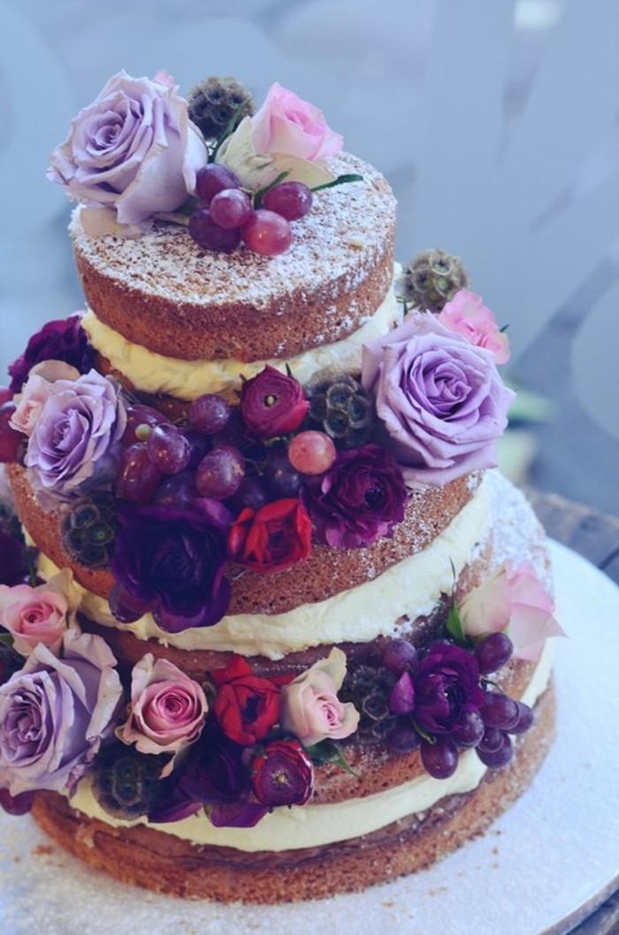 Hochzeitsidee-fantastische-Torte-dekoriert-mit-lila-Rosen