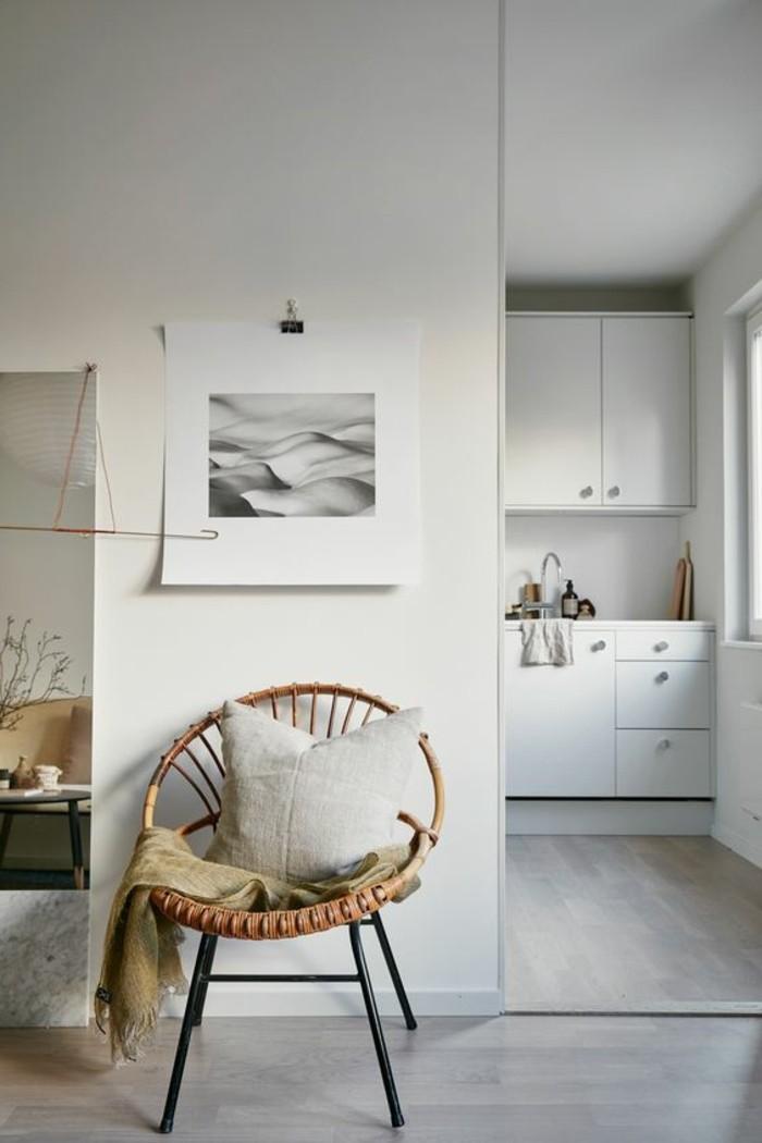 Interieur-aus-natürlichen-Materialien-Sessel-aus-Rattan