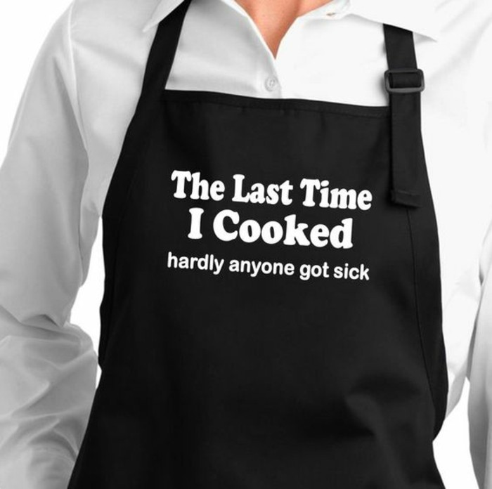 Kochschürzen-bedrucken-mit-einem-ironischen-Ausdruck