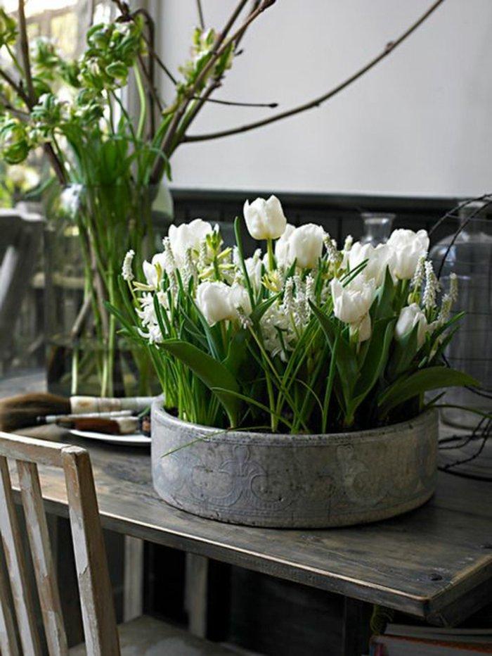 Komposition-aus-romantischen-weißen-Blumen