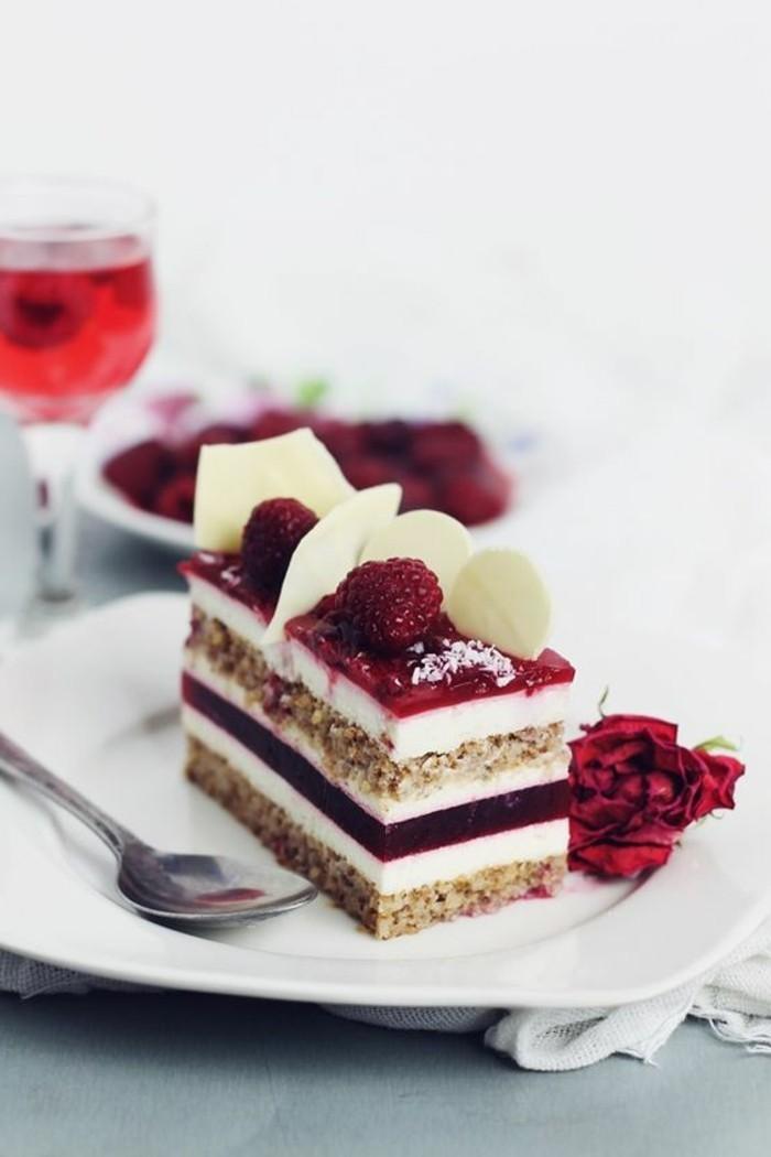 Kuchen-aus-Himbeeren- und-weißer-Schokolade-mit-Mascarpone-Mousse