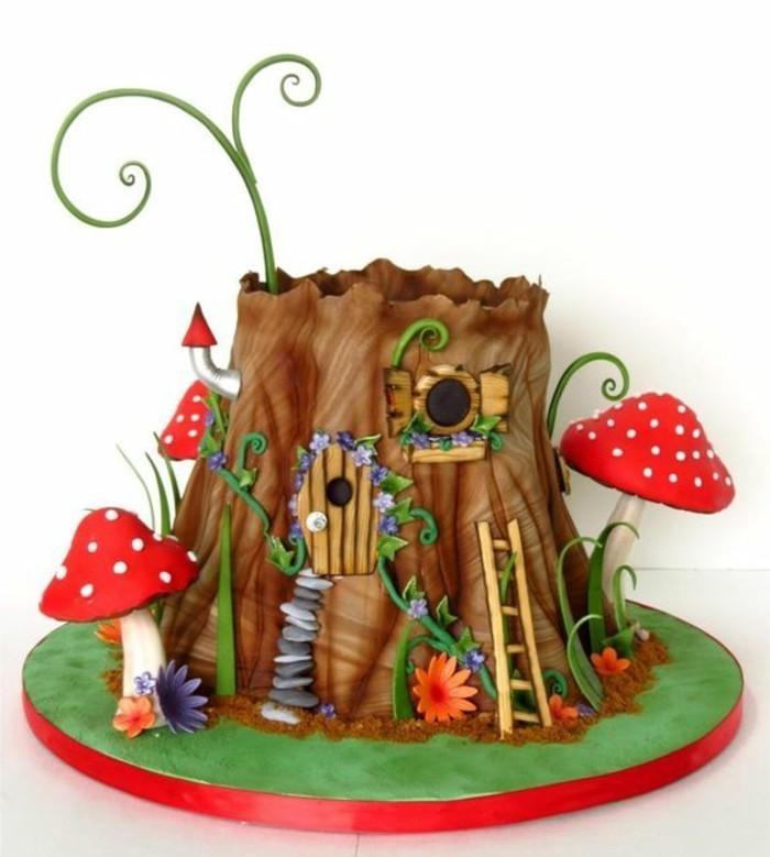 Kuchen-für-Kindergeburtstag-Wald-Baum-umgeben-von-Pilzen