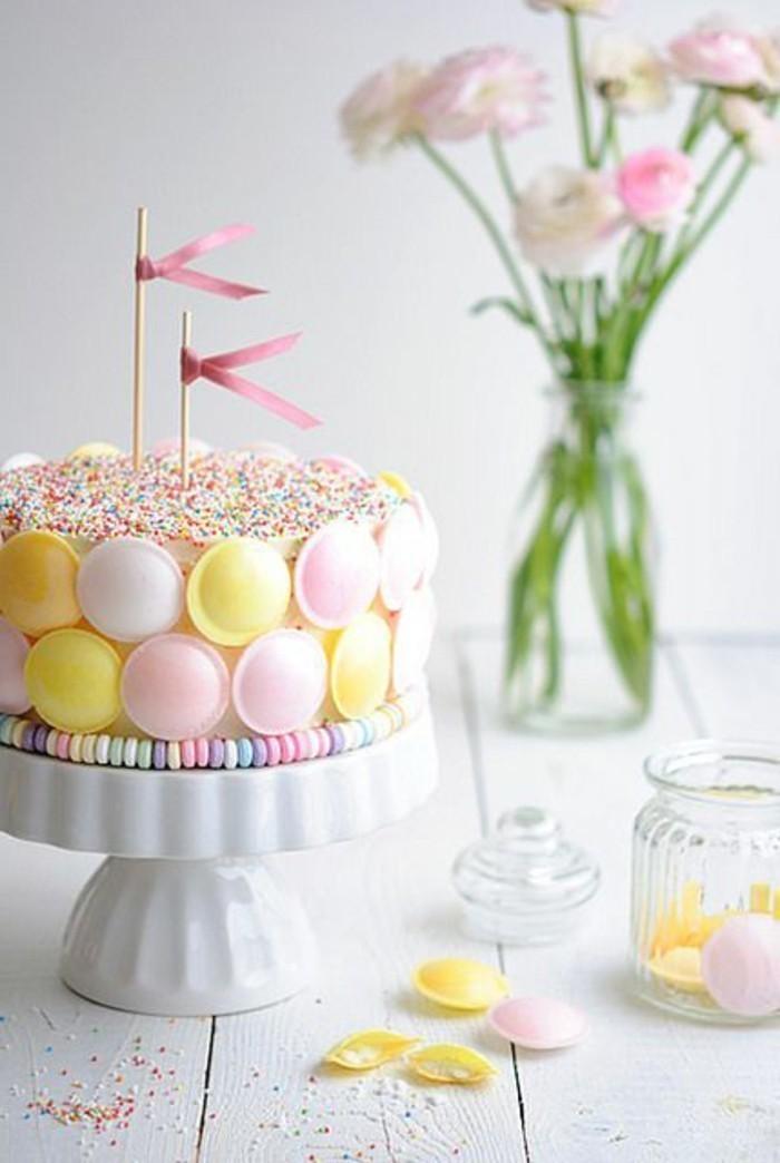 Kuchen-für-Kindergeburtstag-in-süßen-Farben