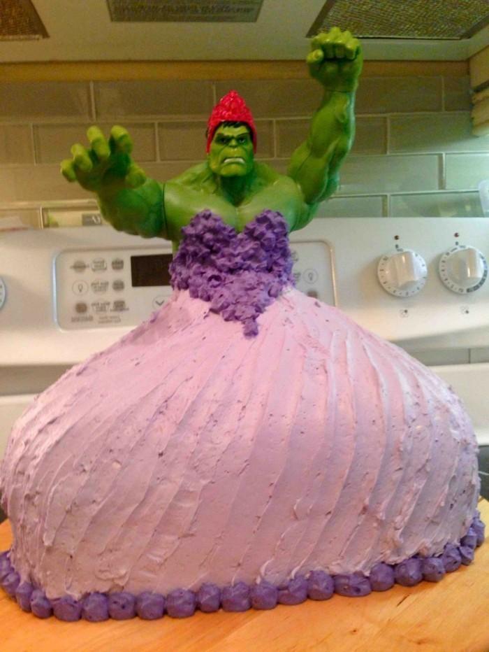 Kuchen-für-Kindergeburtstag-mit-Hulk-in-Prinzessinkleid