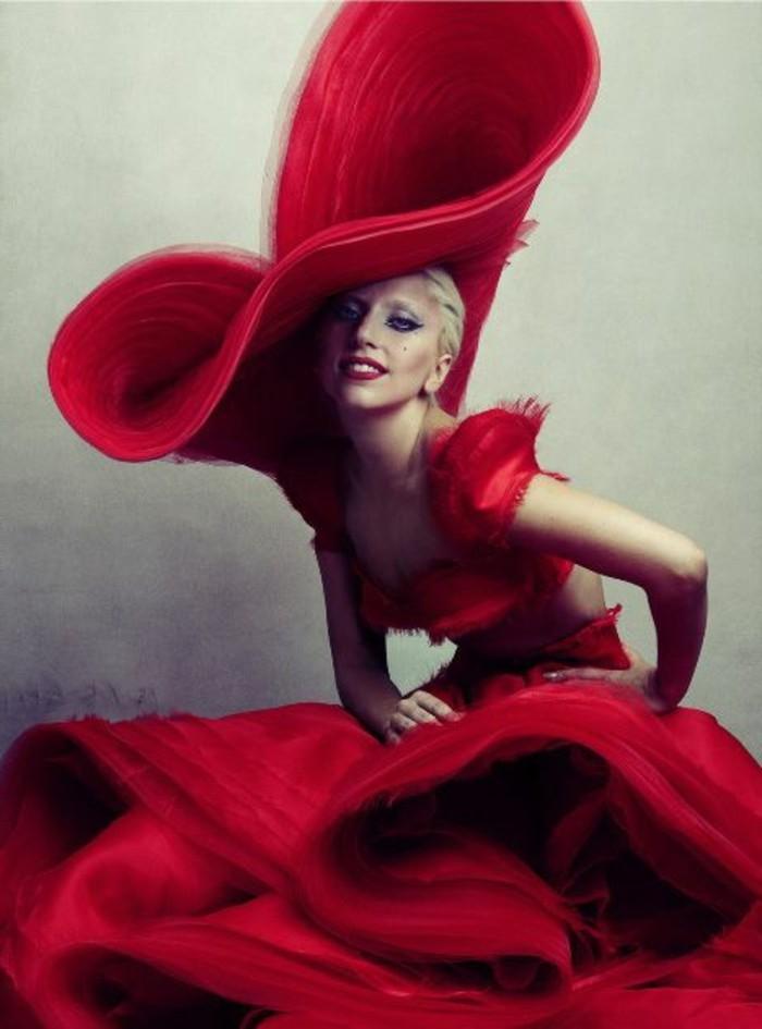 Lady-Gaga-mit-extravagantem-Outfit-für-Vanity-Fair