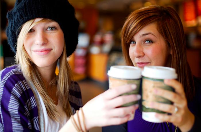 Latte-Macchiato-Getränk-für-Energie-und-gute-Laune