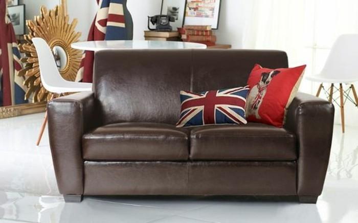 Leder-Zweisitzer-Couch-mit-patriotischem-Hund